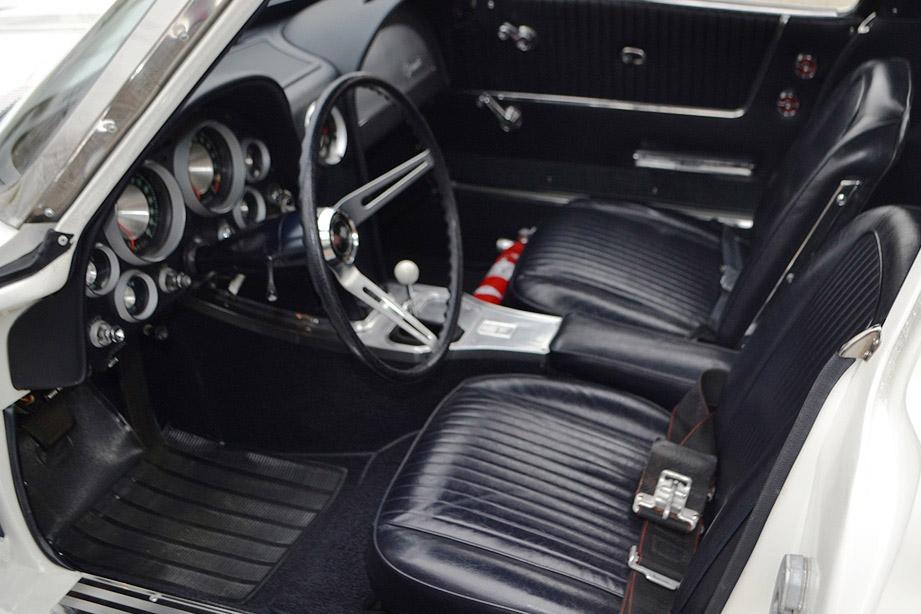 1963-chevrolet-corvette-z06-big-tank-coupe-_interior