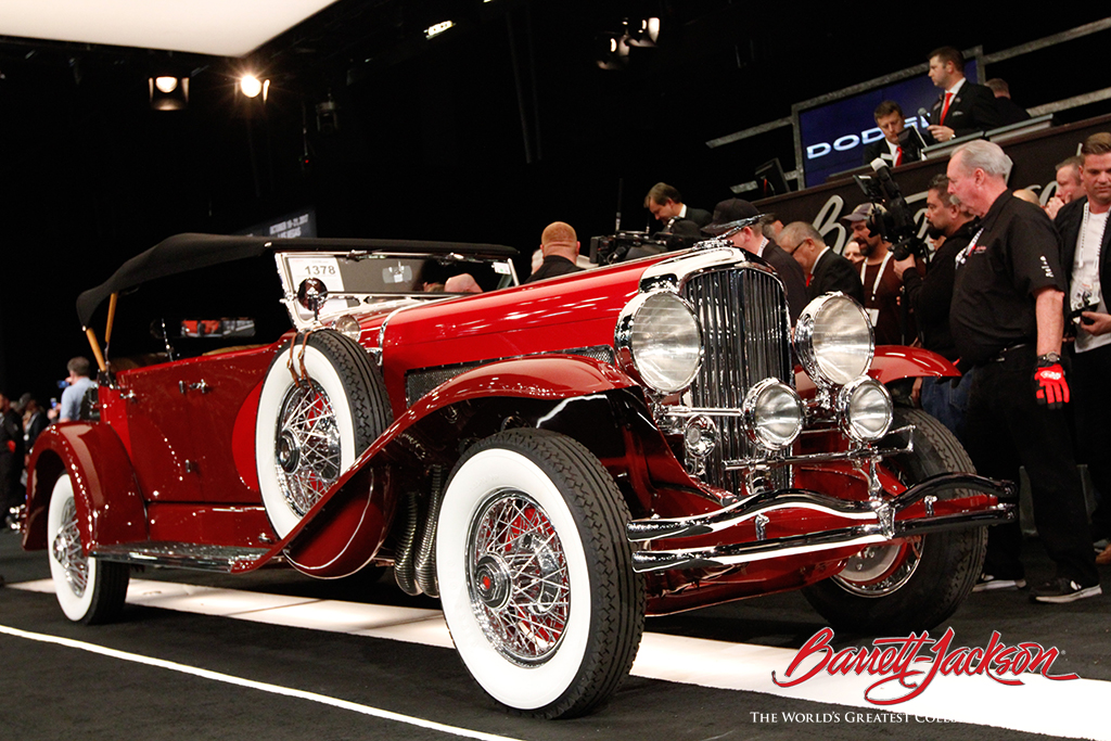 This 1930 Duesenberg J Dual-Cowl Phaeton (Lot #1378) sold for $880,000.