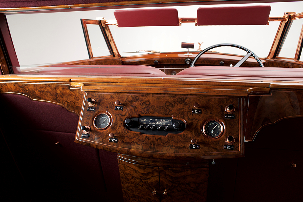 1937 Rolls-Royce Phantom III Sedanca de Ville_Interiorrear