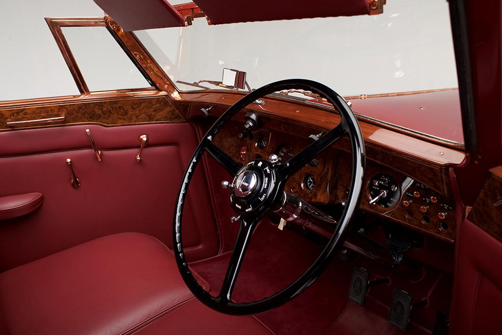 1937 Rolls-Royce Phantom III Sedanca de Ville_interiorfront