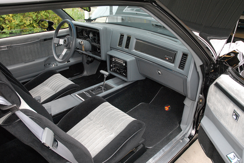 1987 Buick Grand National GNX 003_interior