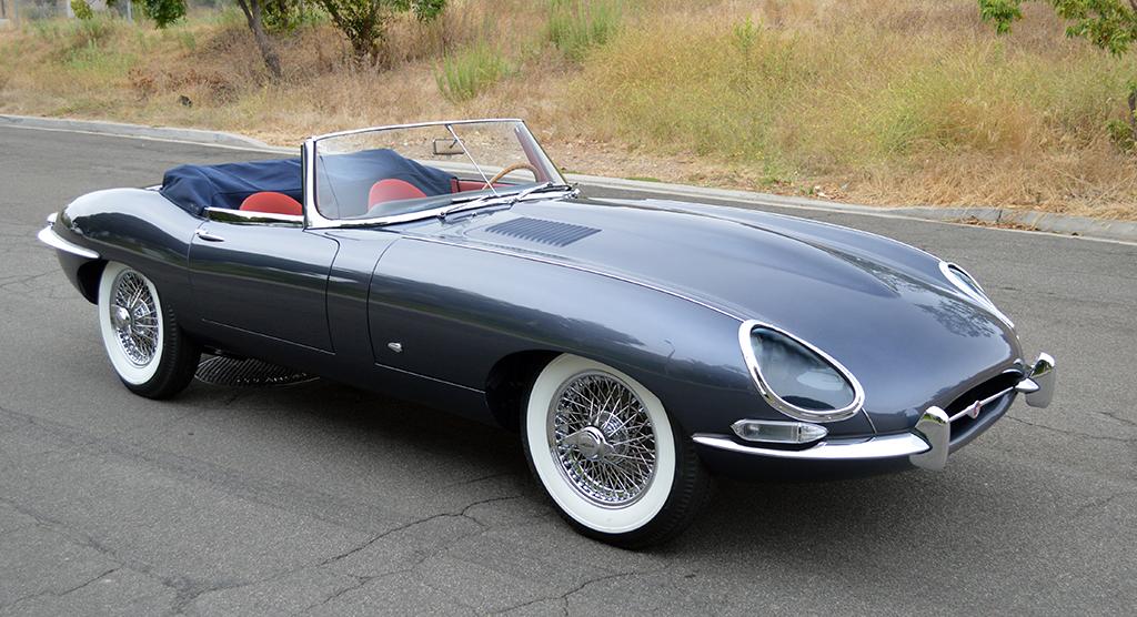 Lot 1392 - 1961 Jaguar XKE Roadster_front34