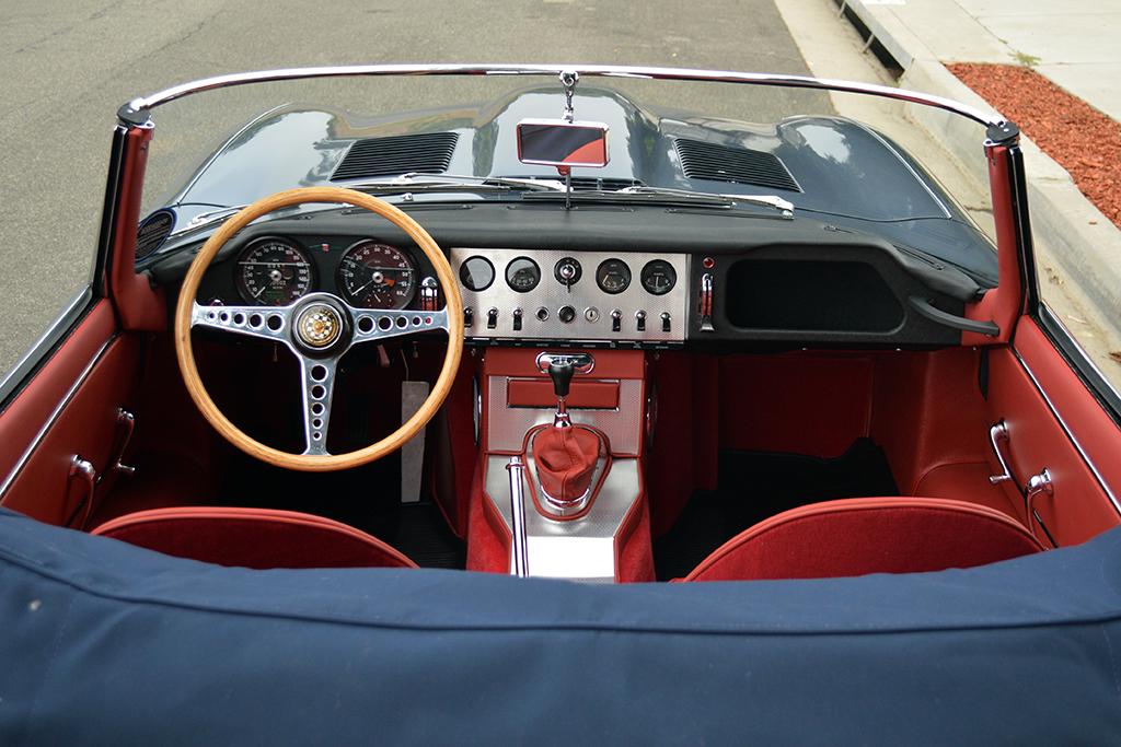 Lot 1392 - 1961 Jaguar XKE Roadster_interior
