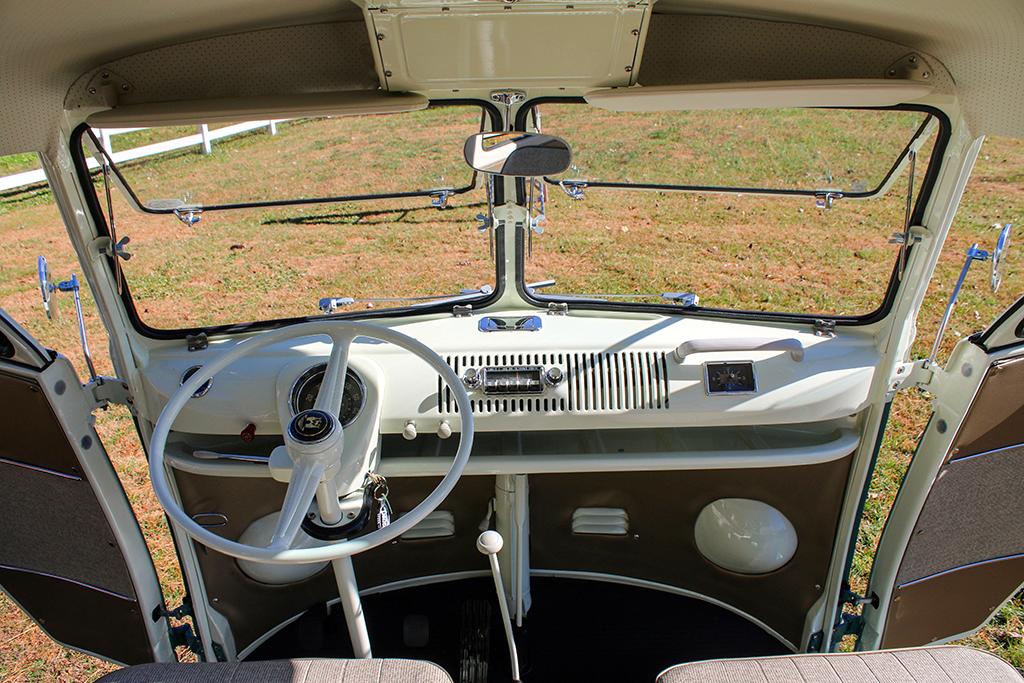 Lot 665.1 - 1966 Volkswagen 21-Window Microbus_interior