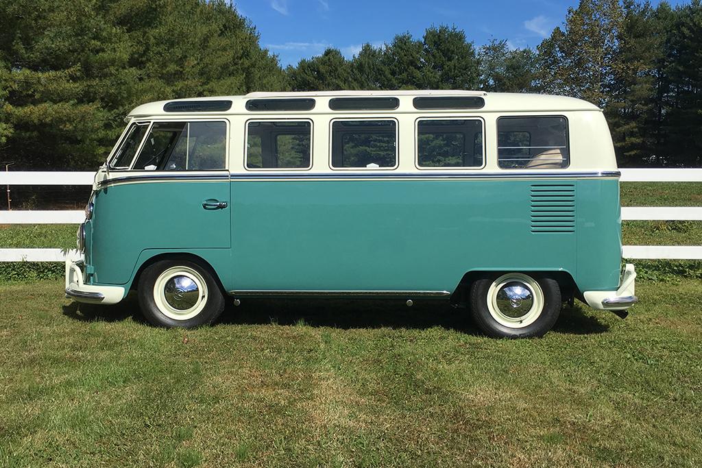 Lot 665.1 - 1966 Volkswagen 21-Window Microbus_side